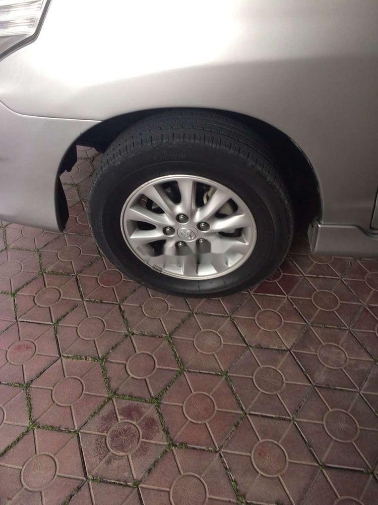 Cần bán xe Toyota Innova năm 2012 xe gia đình, giá tốt (12)
