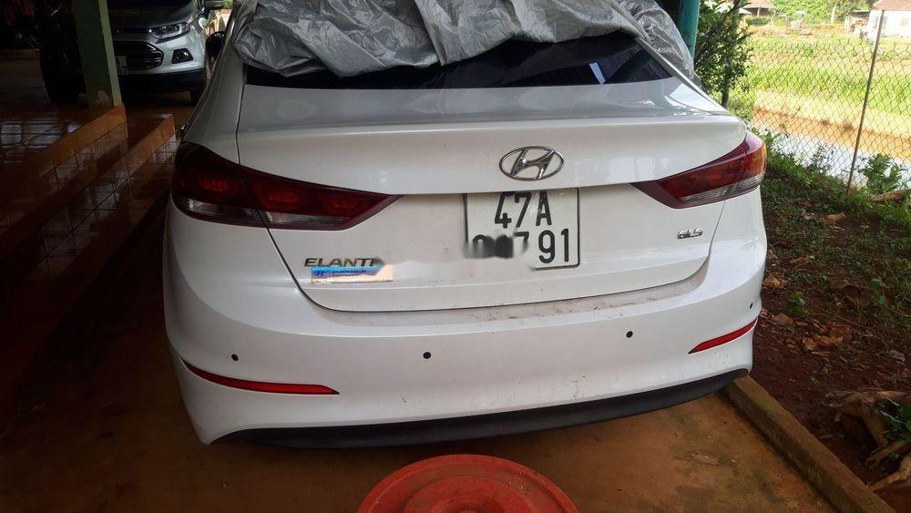 Bán Hyundai Elantra đời 2018, màu trắng, xe nhập xe gia đình (1)