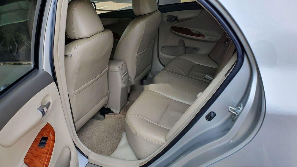 Cần bán gấp Toyota Corolla Altis 1.8AT sx 2009, màu bạc (2)