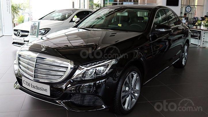 Cần bán xe Mercedes C250 Exclusive đời 2018, màu đen, xe còn mới nguyên tem, zin 100% (1)