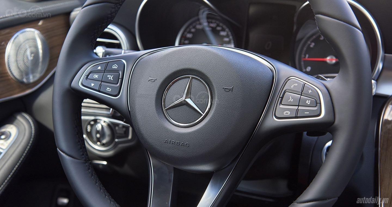Cần bán xe Mercedes C250 Exclusive đời 2018, màu đen, xe còn mới nguyên tem, zin 100% (8)