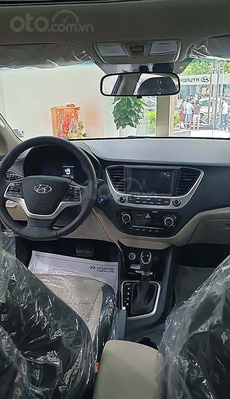 Cần bán Hyundai Accent 2019, màu kem (be) (4)