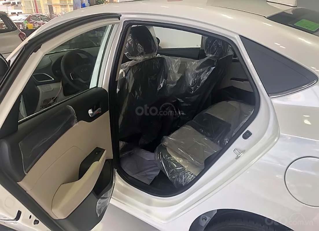 Bán Hyundai Accent đời 2019, màu trắng, giá tốt (5)