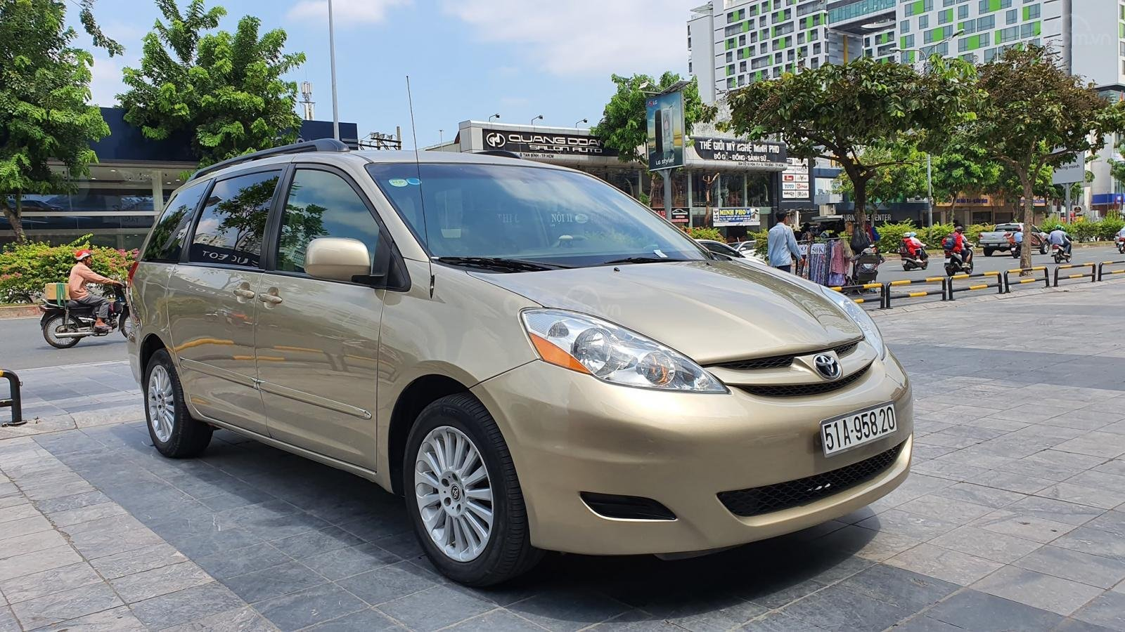 Cần bán xe Toyota Sienna LE 3.5 sản xuất 2008 màu vàng, nhập khẩu (3)