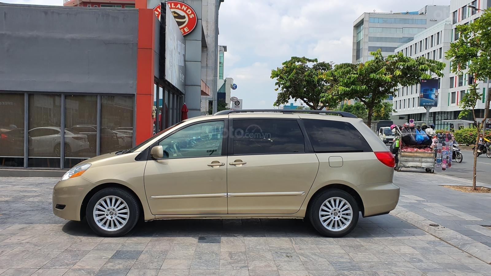 Cần bán xe Toyota Sienna LE 3.5 sản xuất 2008 màu vàng, nhập khẩu (2)