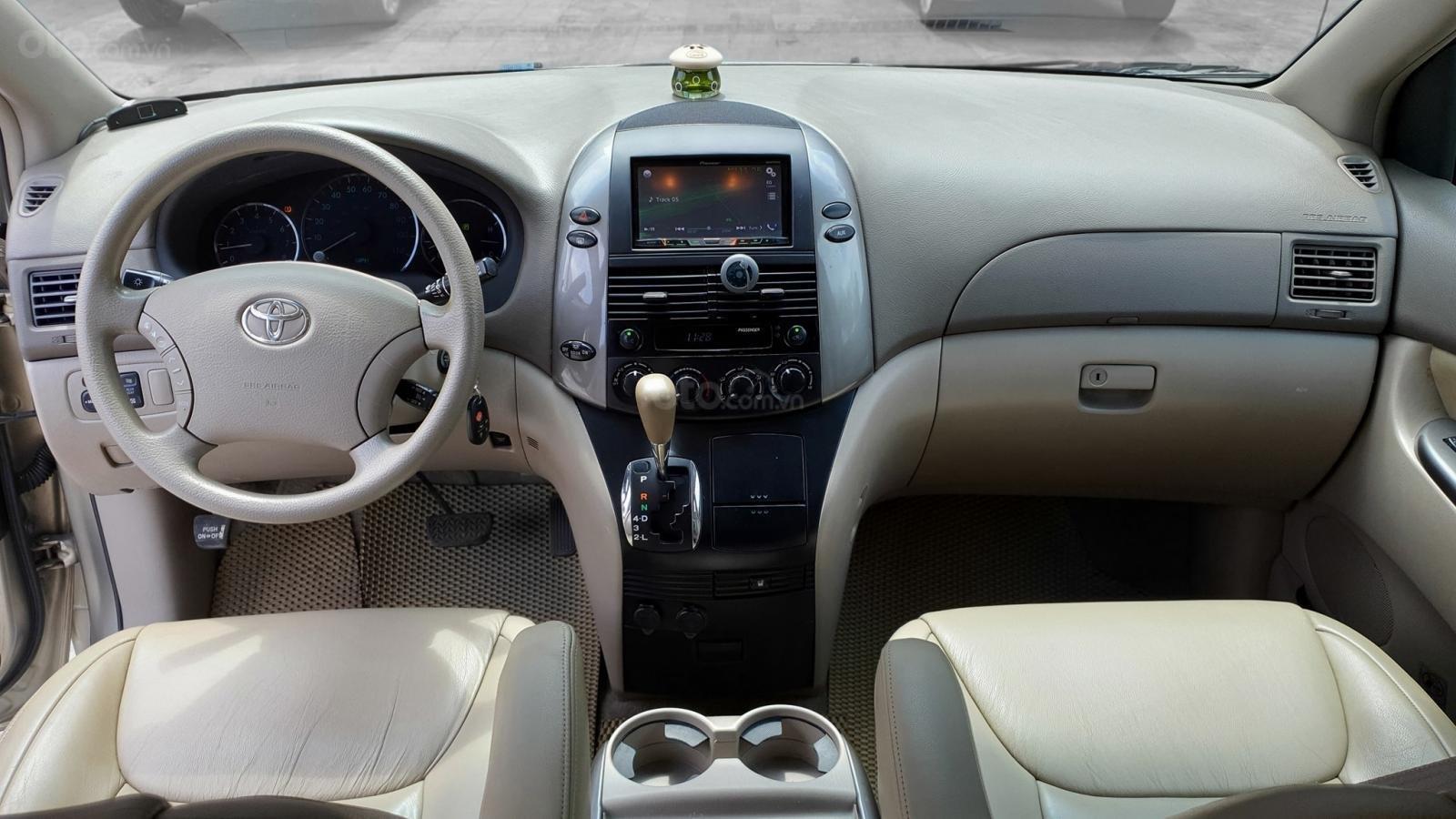 Cần bán xe Toyota Sienna LE 3.5 sản xuất 2008 màu vàng, nhập khẩu (10)