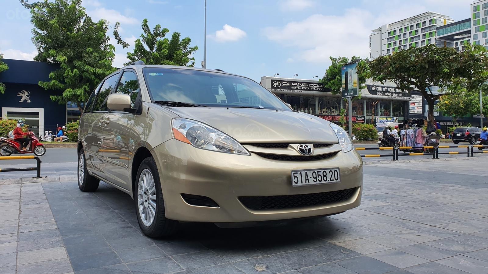 Cần bán xe Toyota Sienna LE 3.5 sản xuất 2008 màu vàng, nhập khẩu (11)