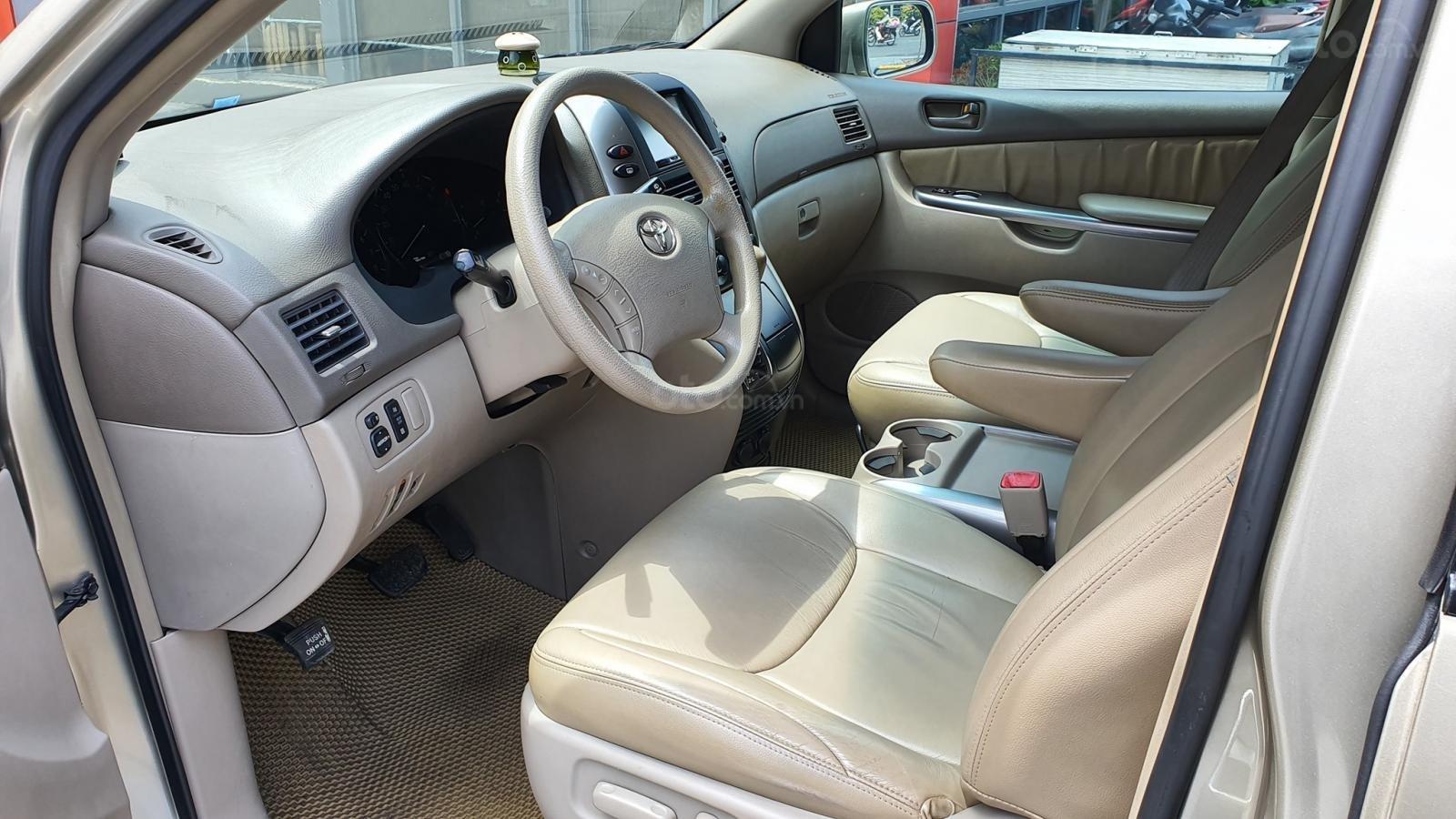 Cần bán xe Toyota Sienna LE 3.5 sản xuất 2008 màu vàng, nhập khẩu (14)