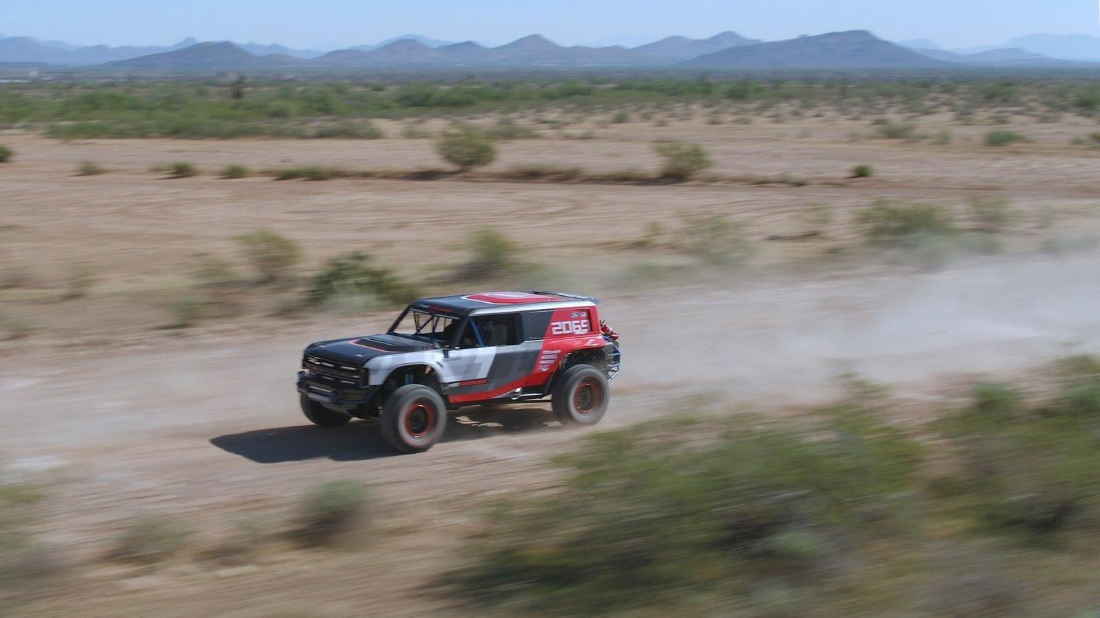 Ford Bronco R Prototype ra mắt - ảnh 5.