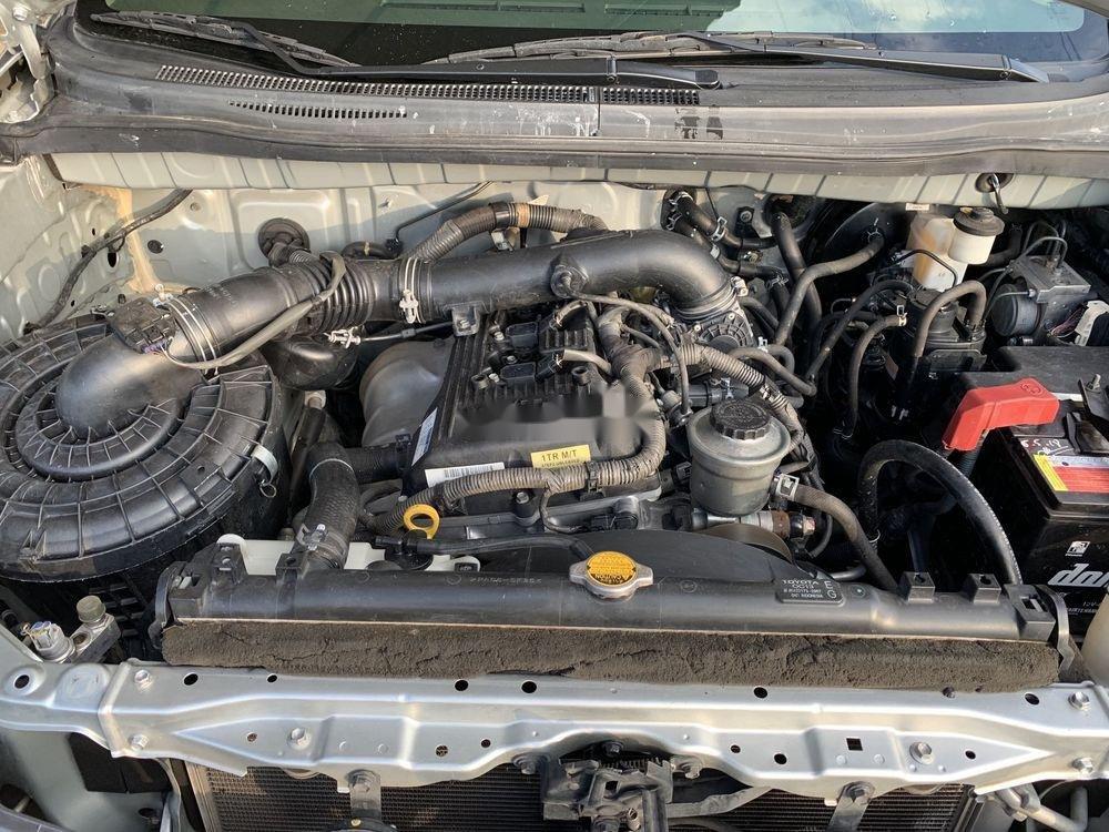Bán Toyota Innova sản xuất năm 2014, màu bạc xe gia đình xe nguyên bản (6)