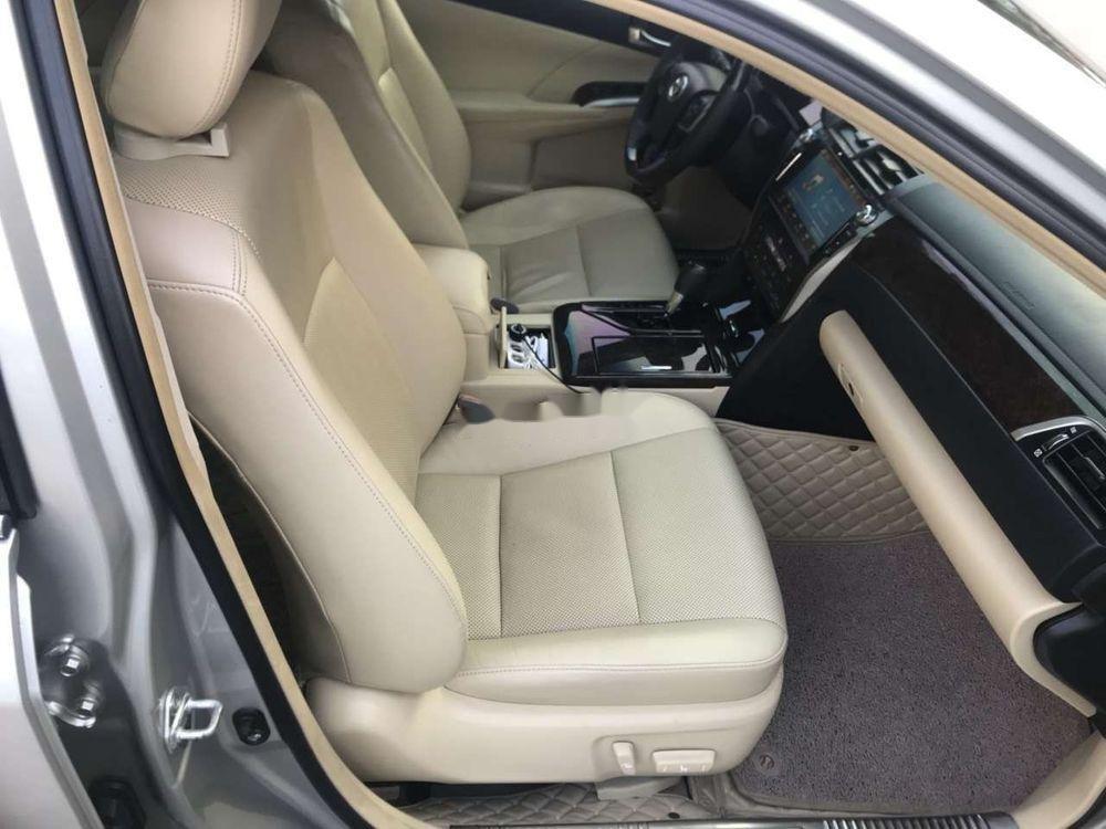 Bán Toyota Camry sản xuất năm 2015, màu bạc, chính chủ (4)
