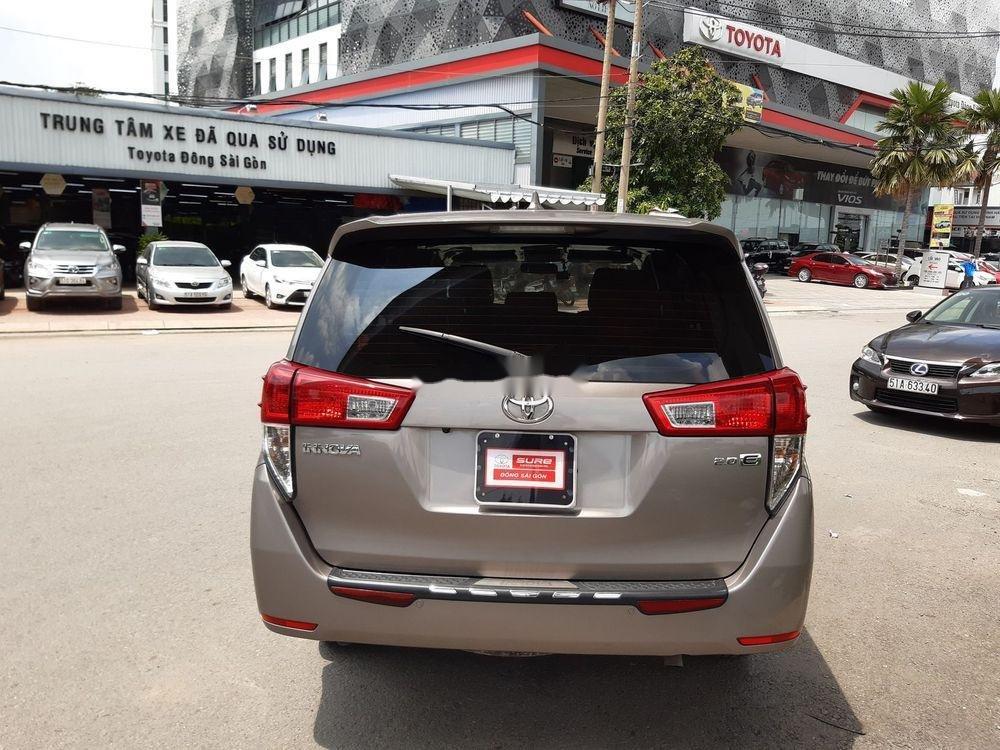 Bán xe Toyota Innova số sàn năm 2018, giá chỉ 720 triệu xe nguyên bản (8)