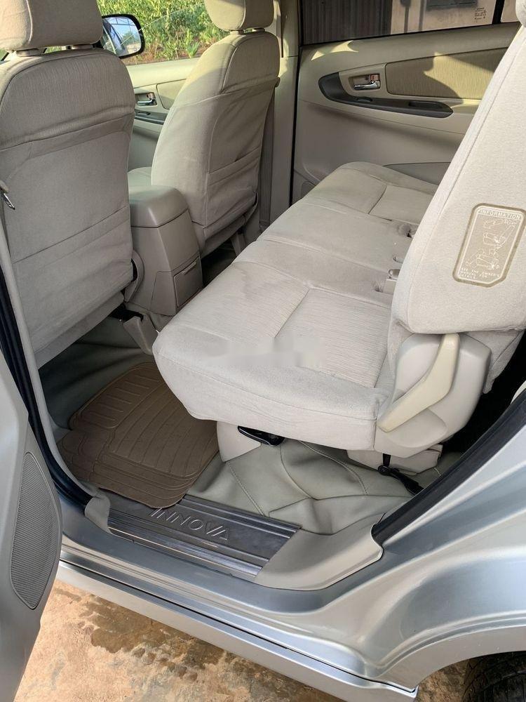 Bán Toyota Innova sản xuất năm 2014, màu bạc xe gia đình xe nguyên bản (5)