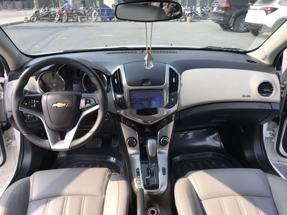 Cần bán gấp Chevrolet Cruze đời 2015, màu trắng xe nguyên bản (10)