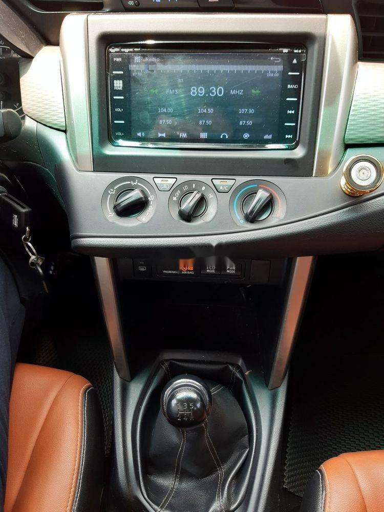 Bán xe Toyota Innova số sàn năm 2018, giá chỉ 720 triệu xe nguyên bản (10)