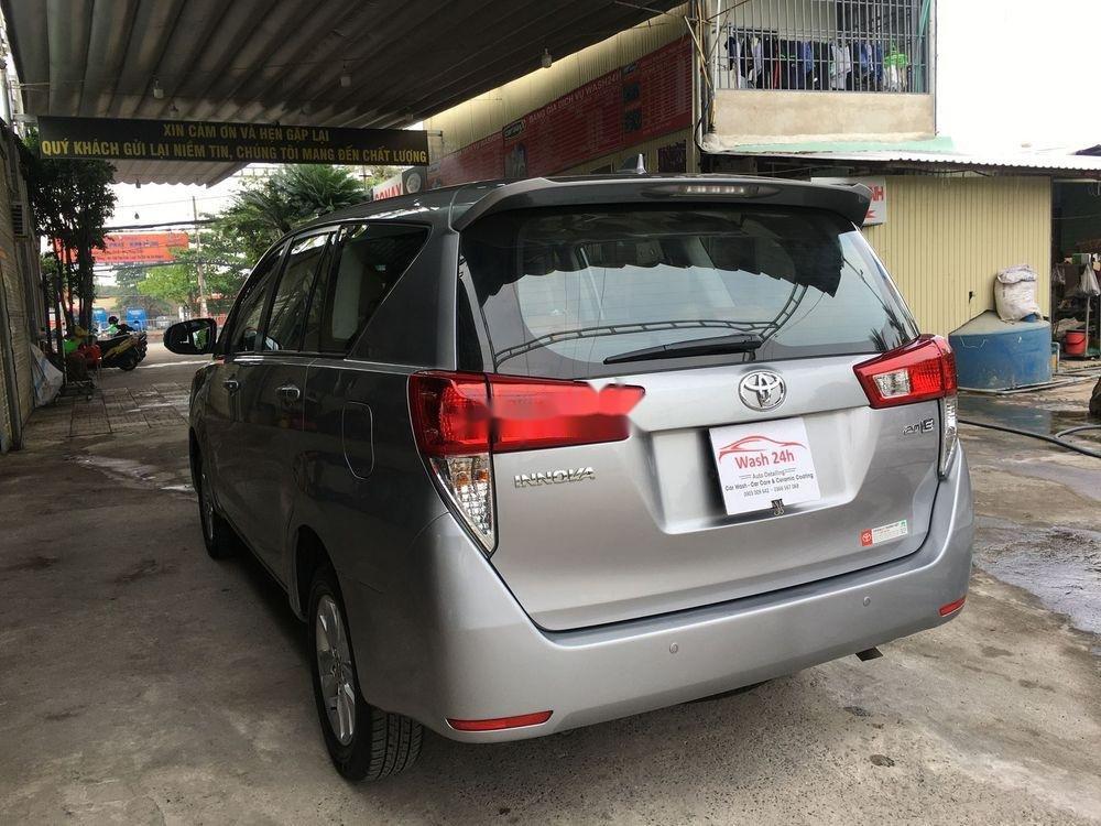 Cần bán xe Toyota Innova năm sản xuất 2017, màu bạc xe còn nguyên bản (5)