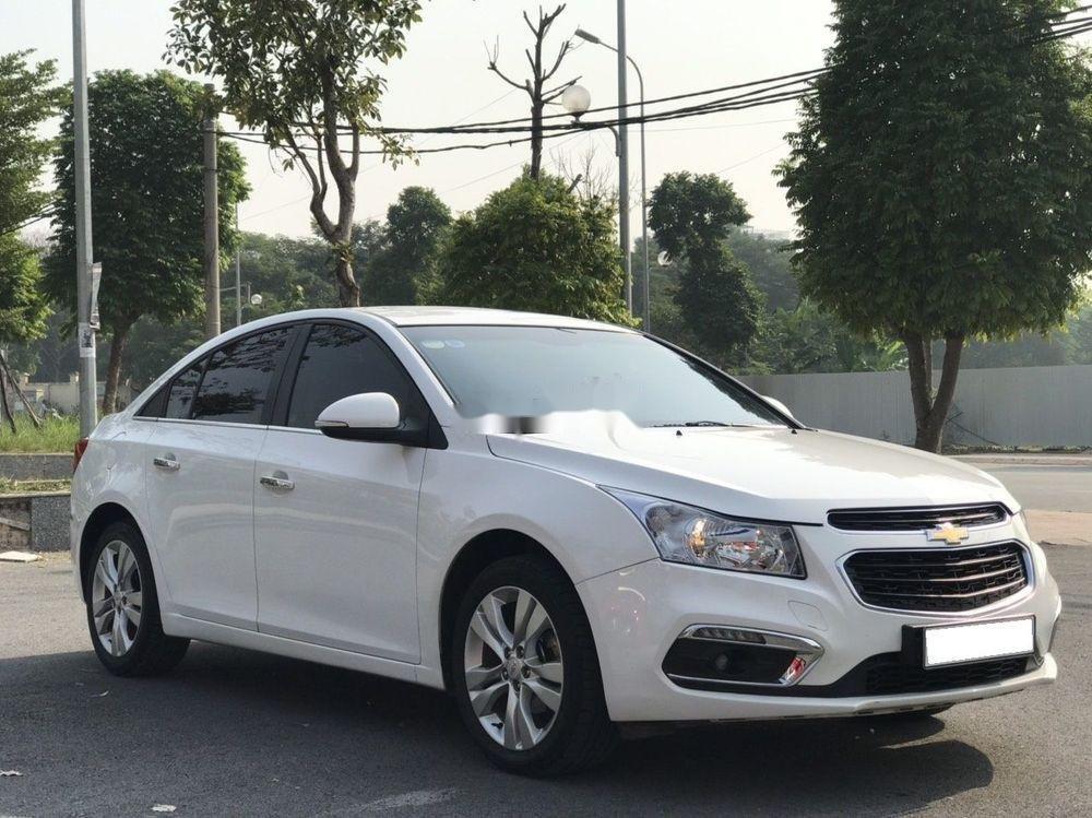 Cần bán gấp Chevrolet Cruze đời 2015, màu trắng xe nguyên bản (3)