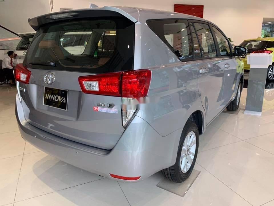 Bán xe Toyota Innova E sản xuất 2019, màu bạc (3)