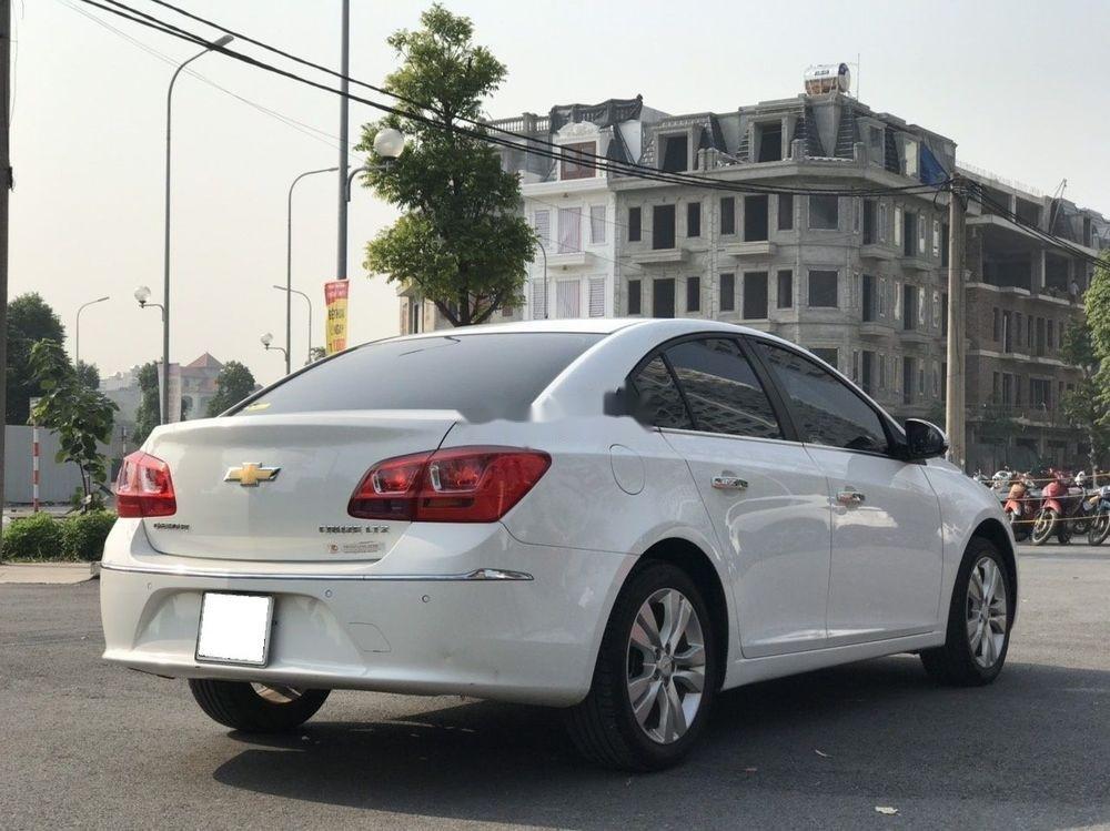 Cần bán gấp Chevrolet Cruze đời 2015, màu trắng xe nguyên bản (1)