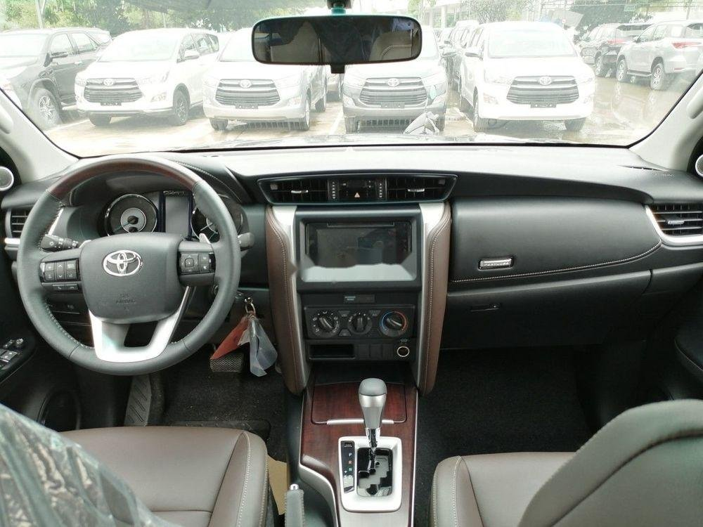 Bán xe Toyota Fortuner năm 2019, màu bạc (6)