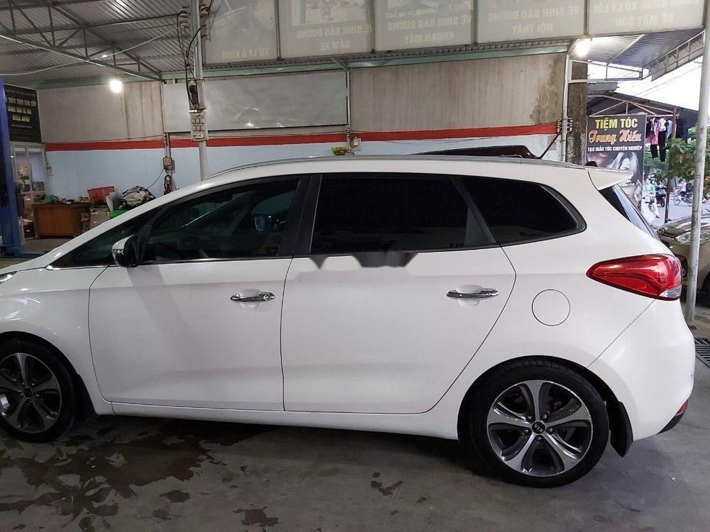 Cần bán gấp Kia Rondo sản xuất 2016, màu trắng, 575tr (1)