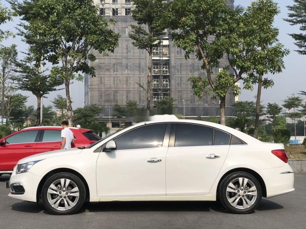 Cần bán gấp Chevrolet Cruze đời 2015, màu trắng xe nguyên bản (2)