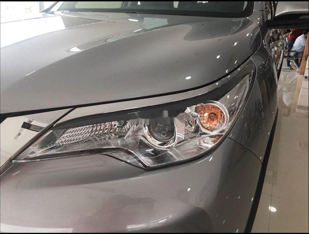 Bán xe Toyota Fortuner năm 2019, màu bạc (3)