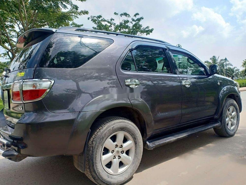 Cần bán Toyota Fortuner đời 2010, màu xám, xe nhập chính hãng (1)