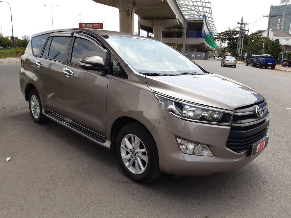 Bán xe Toyota Innova số sàn năm 2018, giá chỉ 720 triệu xe nguyên bản (1)