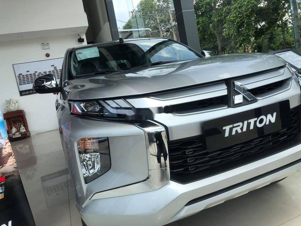 Cần bán lại xe Mitsubishi Triton năm 2019, xe nhập chính hãng (2)