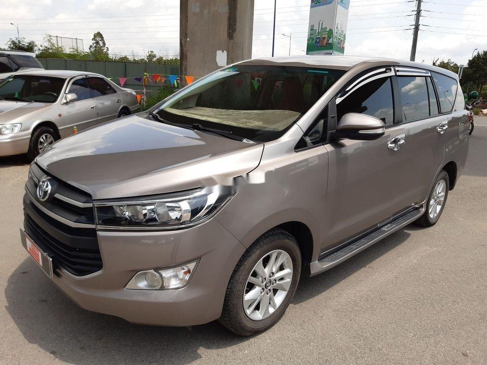 Bán xe Toyota Innova số sàn năm 2018, giá chỉ 720 triệu xe nguyên bản (2)