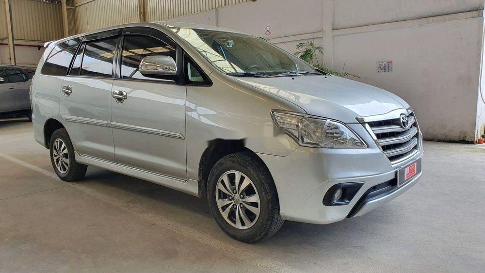 Bán Toyota Innova đời 2015, màu bạc, số tự động (3)