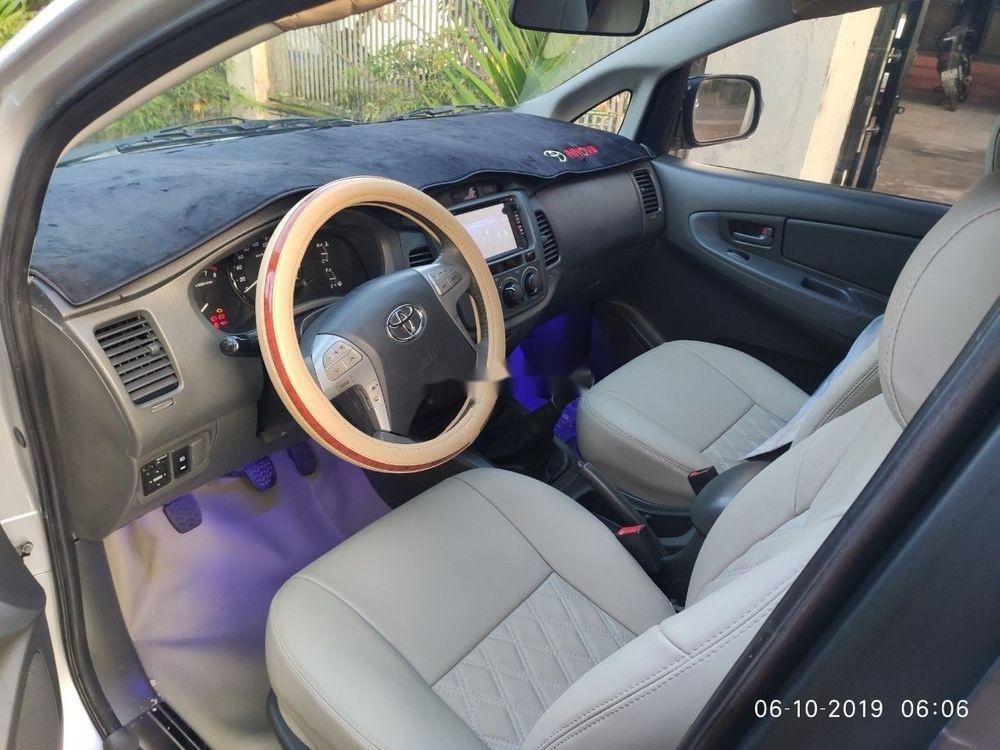 Bán Toyota Innova sản xuất 2013, màu bạc xe gia đình, giá tốt xe nguyên bản (4)