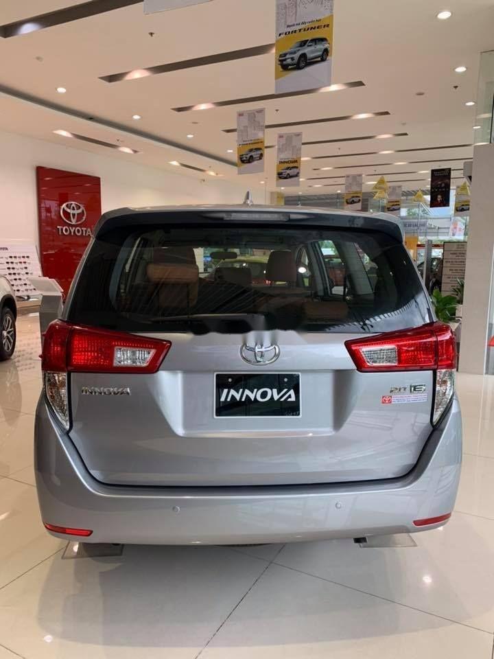Bán xe Toyota Innova E sản xuất 2019, màu bạc (4)