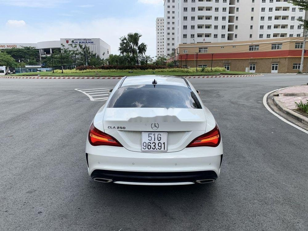 Cần bán xe Mercedes năm sản xuất 2017, màu trắng, xe nhập chính hãng (5)