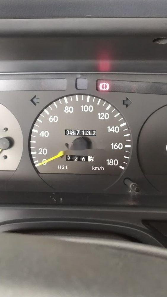 Cần bán Toyota Hiace 2001, nhập khẩu nguyên chiếc chính hãng (2)