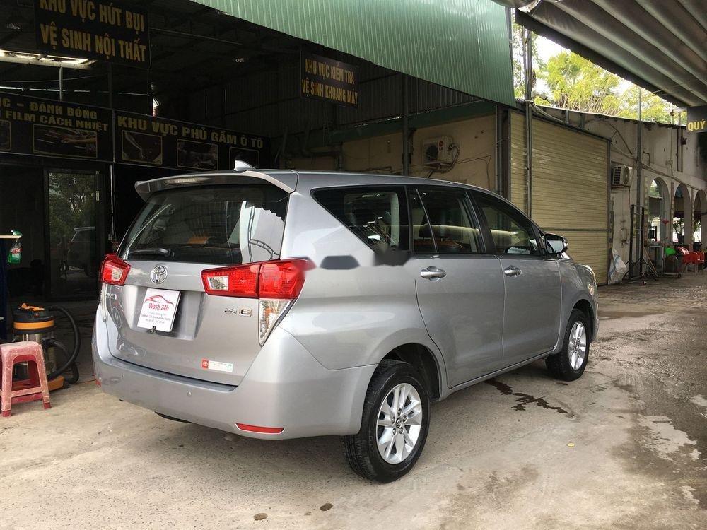 Cần bán xe Toyota Innova năm sản xuất 2017, màu bạc xe còn nguyên bản (3)