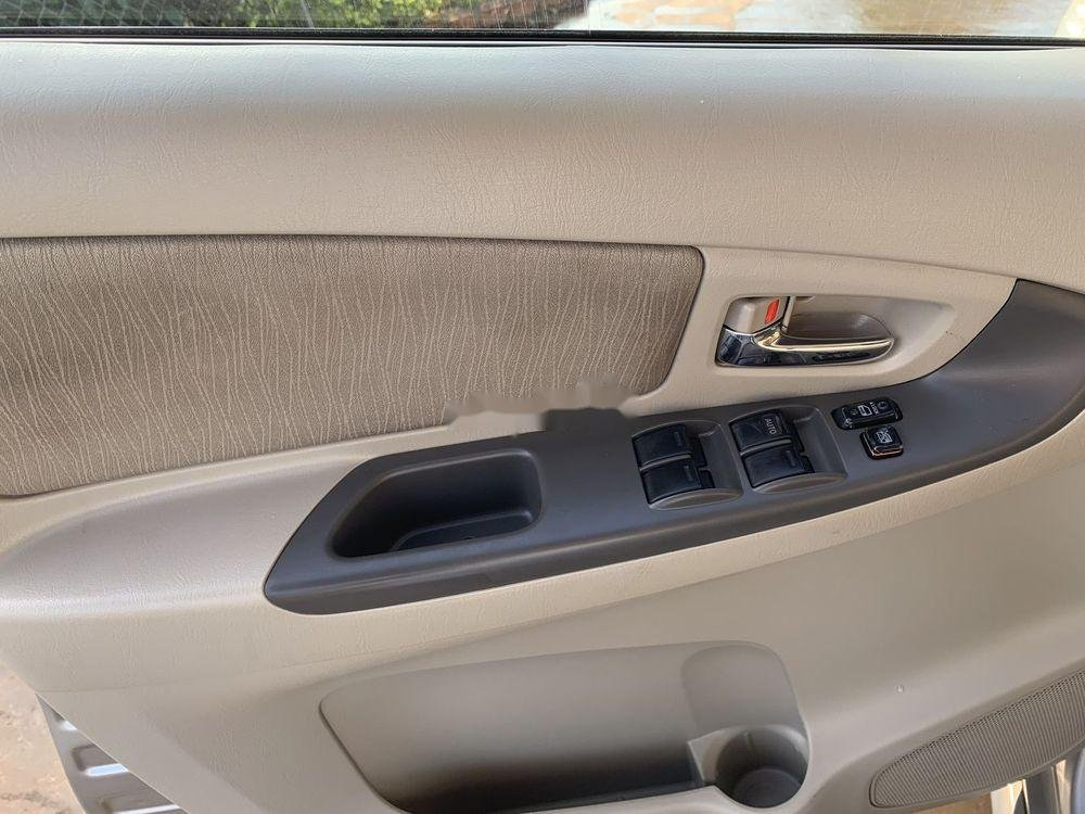 Bán Toyota Innova sản xuất năm 2014, màu bạc xe gia đình xe nguyên bản (7)