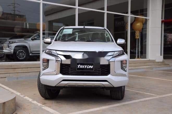 Cần bán lại xe Mitsubishi Triton năm 2019, xe nhập chính hãng (4)
