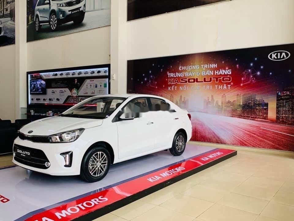 Cần bán Kia Soluto đời 2019, màu trắng, 399tr xe nội thất đẹp (2)