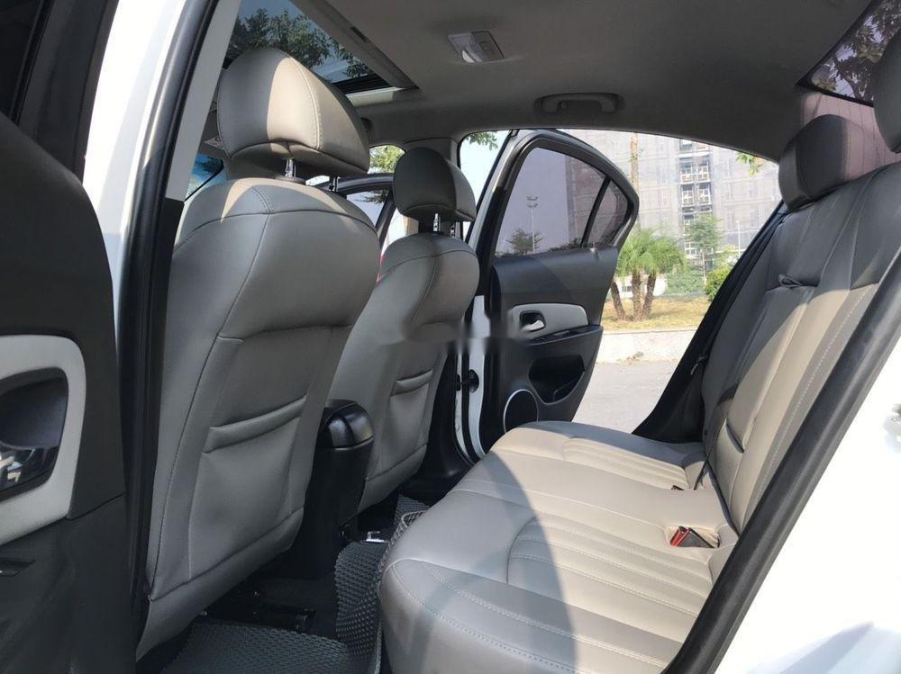 Cần bán gấp Chevrolet Cruze đời 2015, màu trắng xe nguyên bản (11)