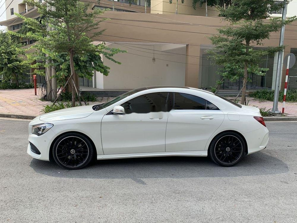 Cần bán xe Mercedes năm sản xuất 2017, màu trắng, xe nhập chính hãng (3)