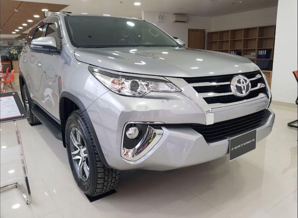 Bán xe Toyota Fortuner năm 2019, màu bạc (2)