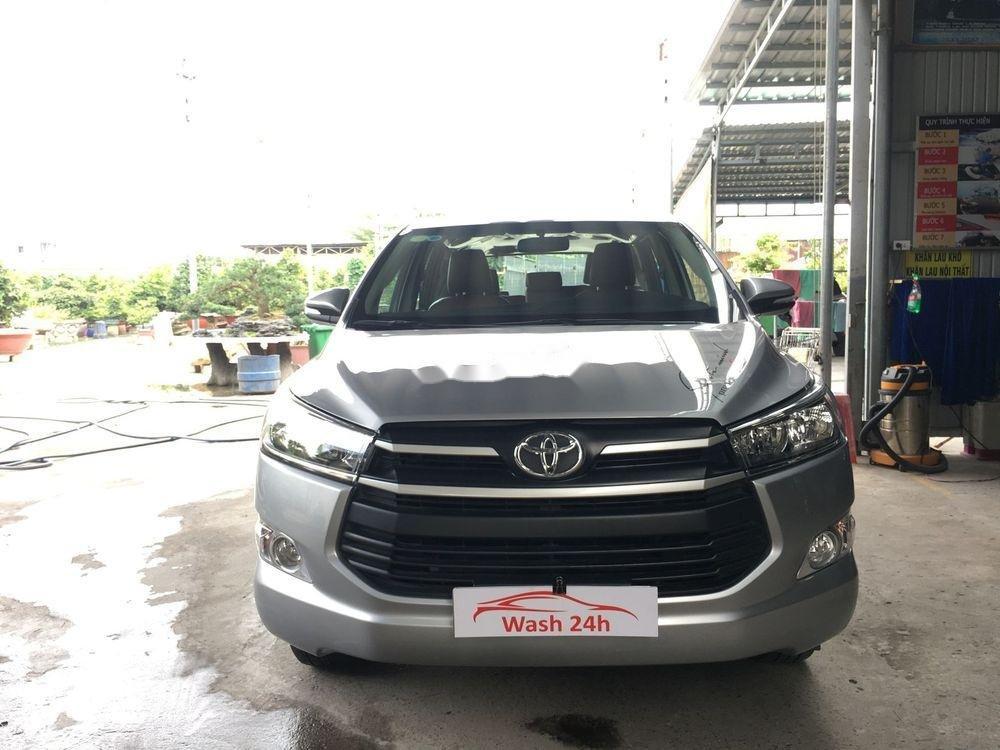 Cần bán xe Toyota Innova năm sản xuất 2017, màu bạc xe còn nguyên bản (6)