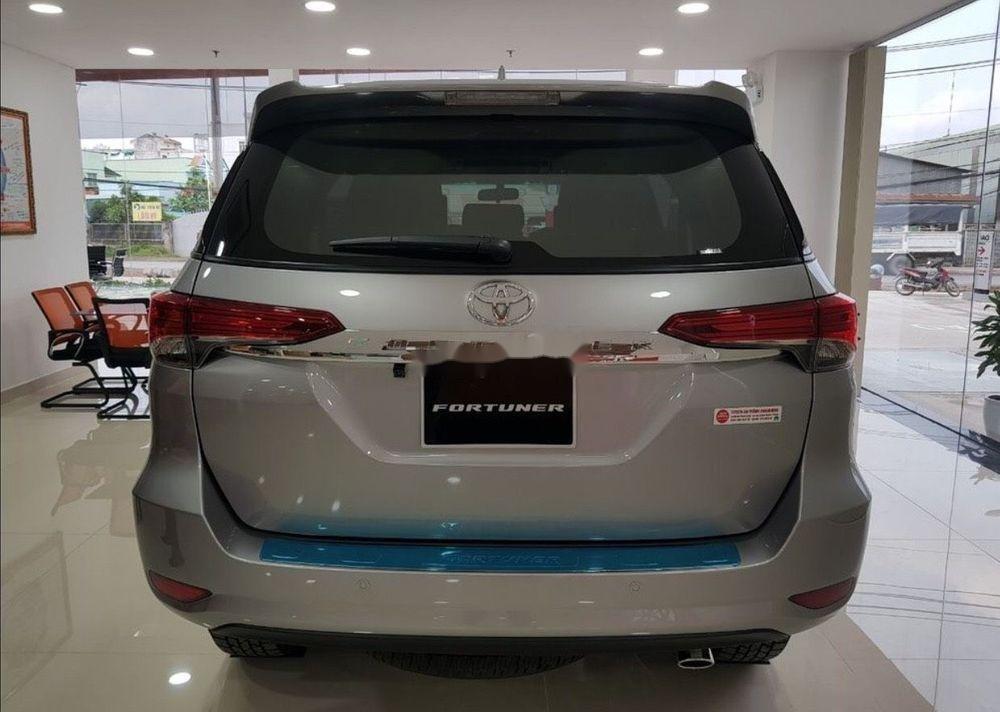 Bán xe Toyota Fortuner năm 2019, màu bạc (5)