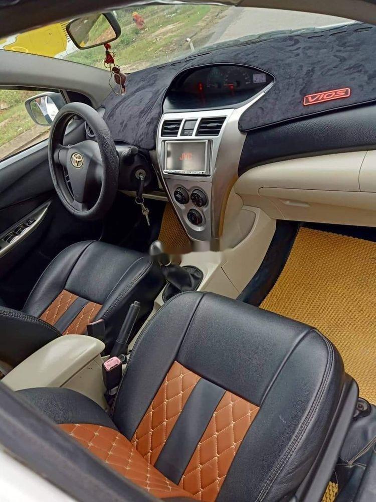 Cần bán gấp Toyota Vios sản xuất 2011, màu trắng xe gia đình, 235tr xe nguyên bản  (2)