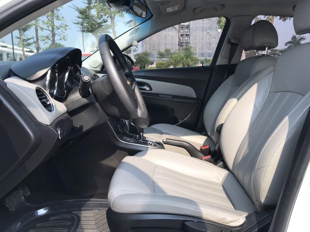 Cần bán gấp Chevrolet Cruze đời 2015, màu trắng xe nguyên bản (8)