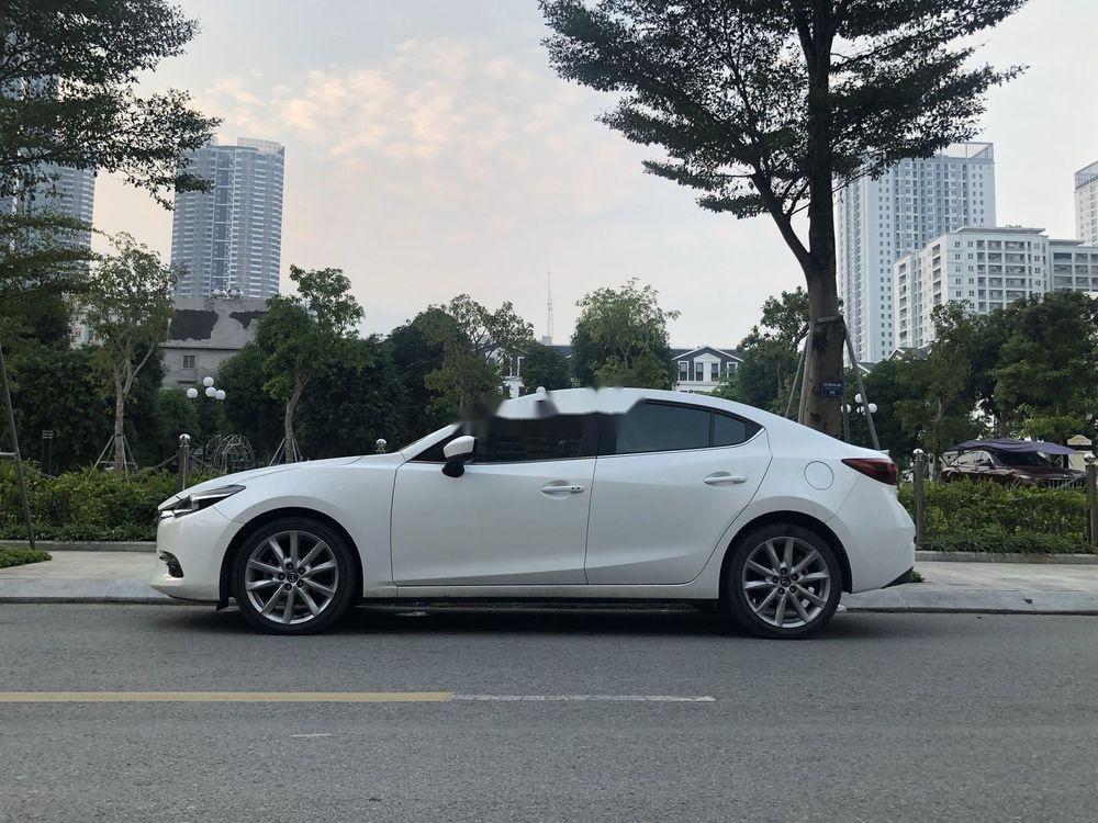 Cần bán Mazda 3 đời 2018, màu trắng chính chủ xe nguyên bản (1)
