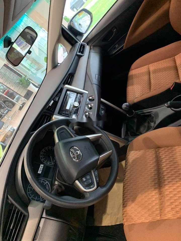 Bán xe Toyota Innova E sản xuất 2019, màu bạc (5)