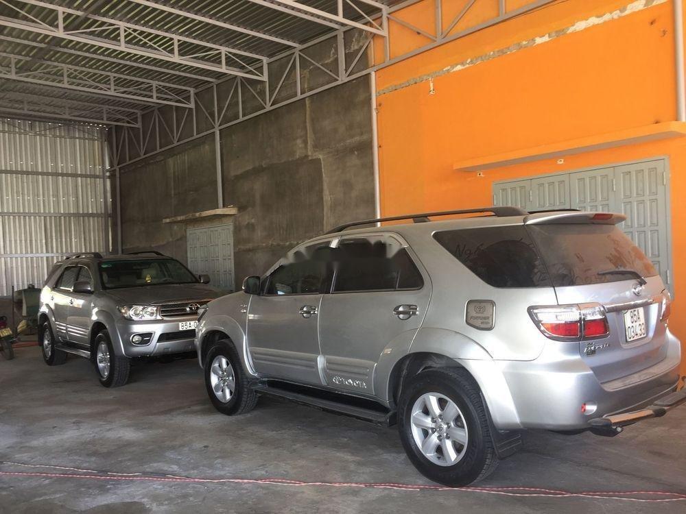 Bán Toyota Fortuner đời 2010, màu bạc số sàn xe nguyên bản (5)